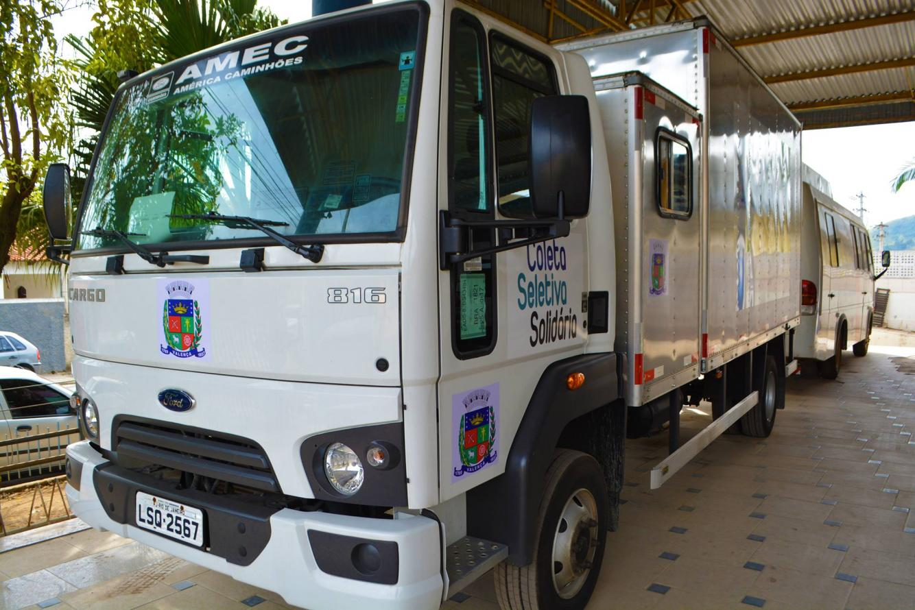 Valença e Rio das Flores recebem caminhões para coleta seletiva solidária