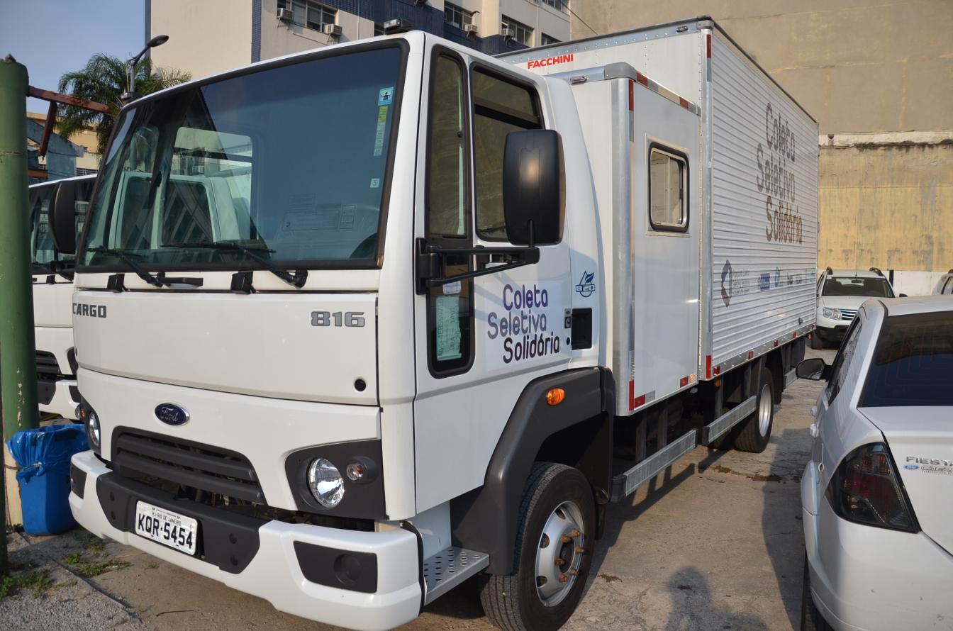 André Corrêa lança Pacto das Águas e entrega caminhões de coleta seletiva