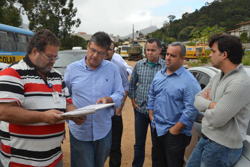 André Corrêa visita obras em Teresópolis