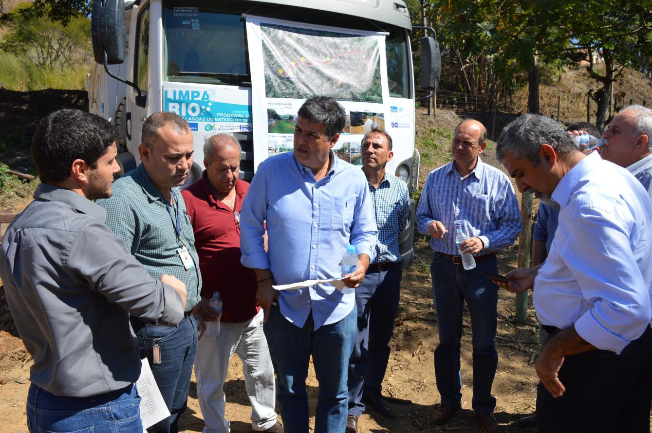 Secretário André Corrêa acompanha obras de desassoreamento do Rio Piraí