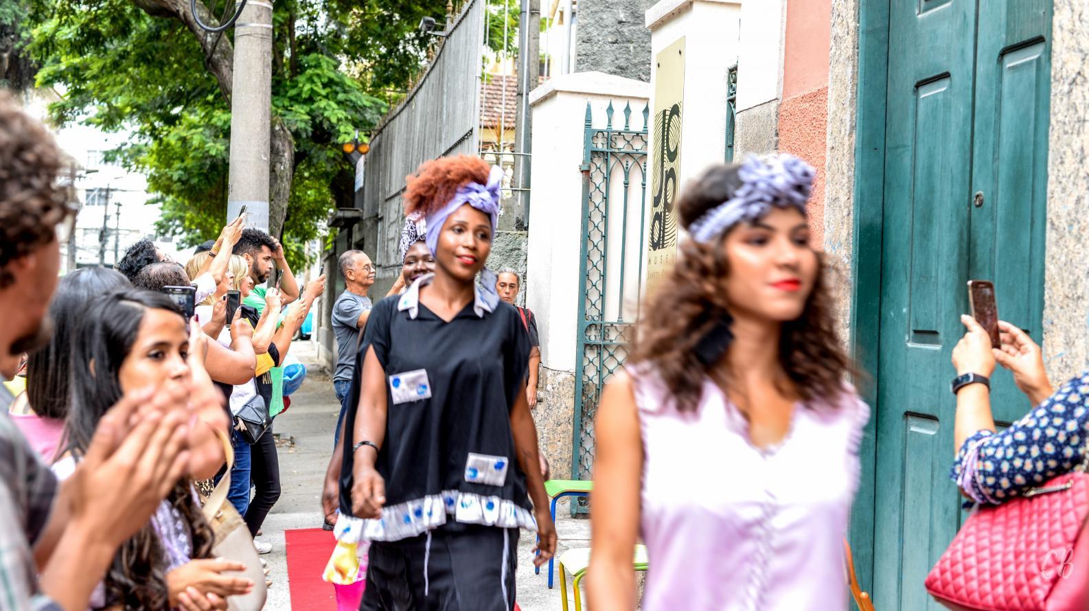 Alunos do Projeto Niterói Ecocultural recebem certificação em cerimônia no Museu Janete Costa de Arte Popular, em Niterói