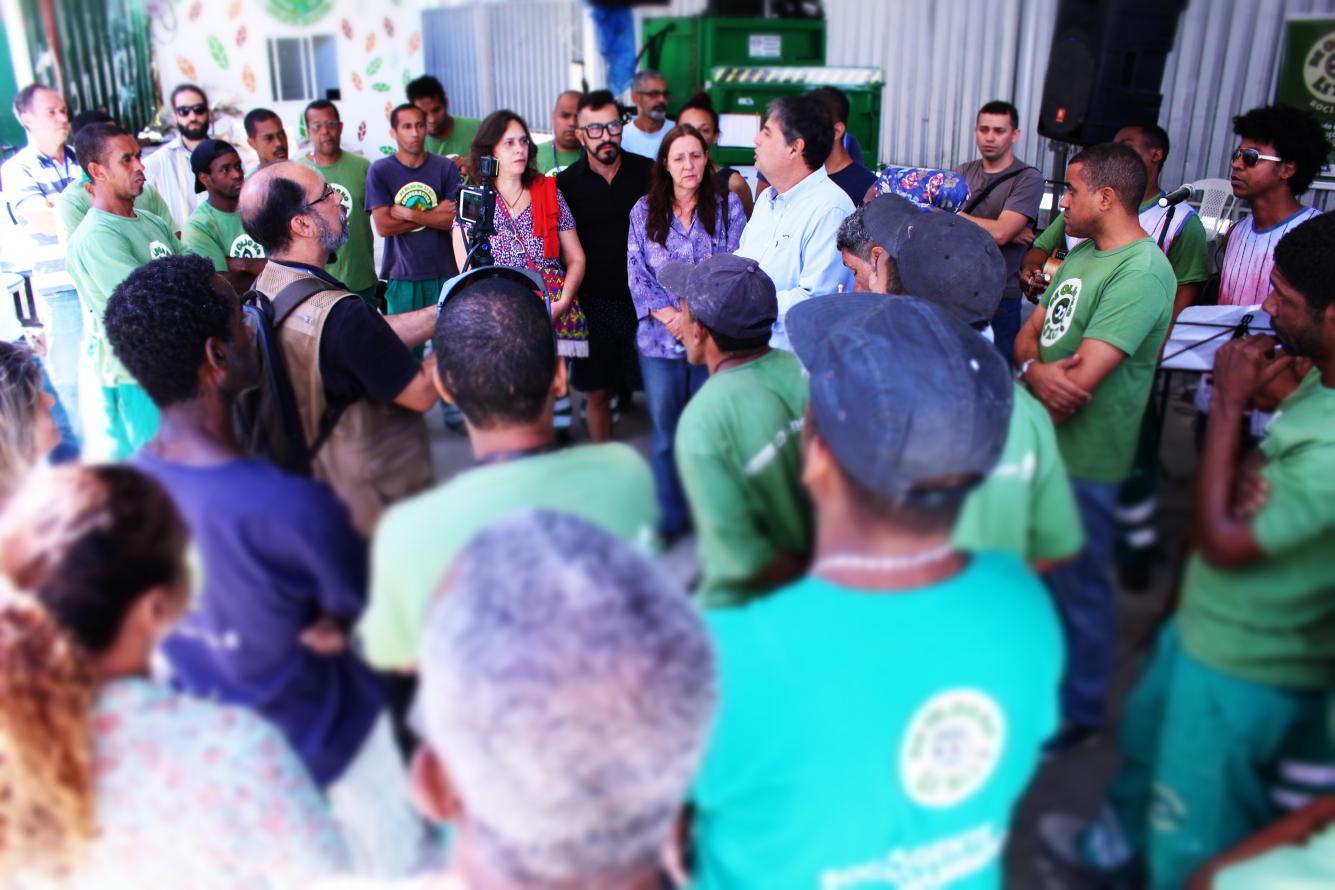 Violência na Rocinha não muda rotina de projeto social da Secretaria de Estado do Ambiente. Oficinas de música, moda e ações de educação ambiental ocupam a comunidade com arte e esperança