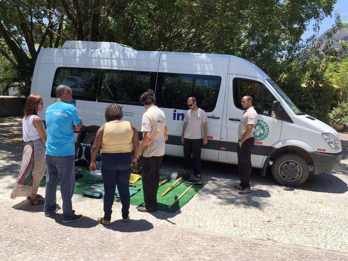 Guarda parques dão lições práticas de combate a incêndios florestais durante exposição na Lagoa
