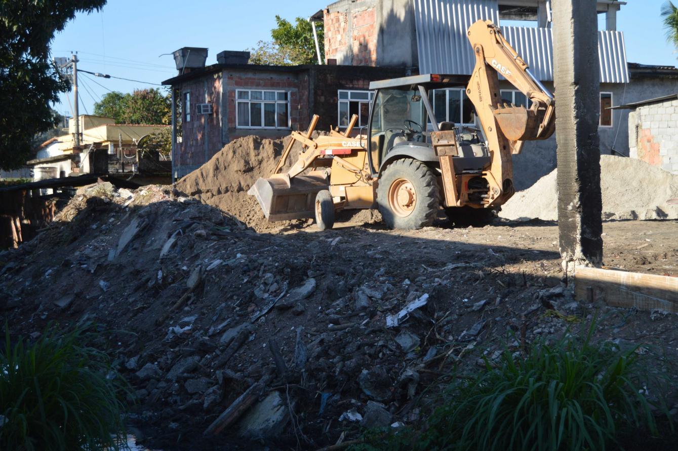 INEA embarga obra irregular no Porto Novo em São Gonçalo