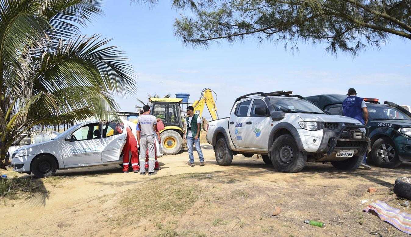 Quiosque irregular é demolido em área de restinga no município de Maricá, Região Metropolitana