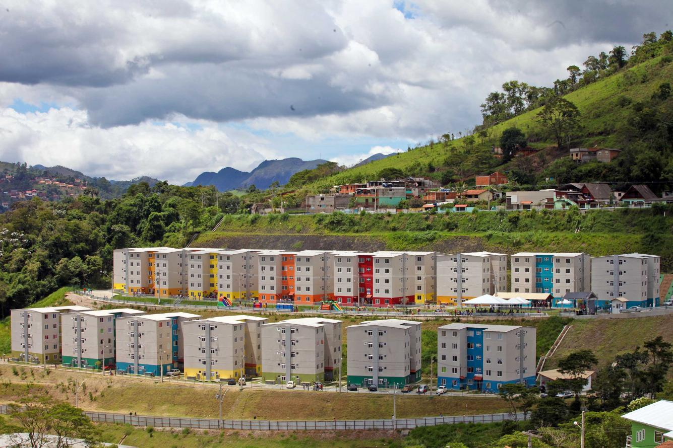 Estado e União entregam 460 apartamentos em Nova Friburgo