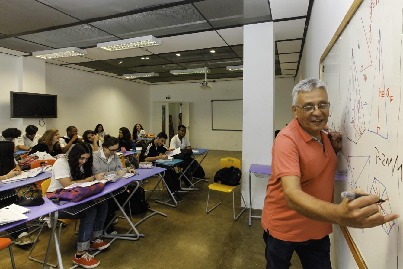 Oito escolas da Baixada terão ensino profissionalizante