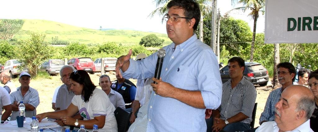Secretário André Corrêa faz reunião com moradores da região da barragem do rio Guapiaçu