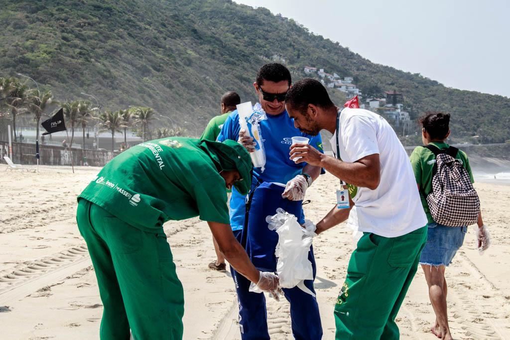 Voluntários participam de mutirões de limpeza em São Conrado