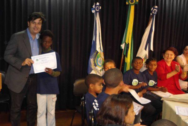 Vereadores-mirim de Rio das Flores recebem visita de André Corrêa